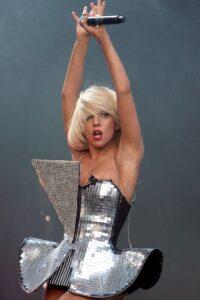 Outfit di Lady Gaga - neomag.