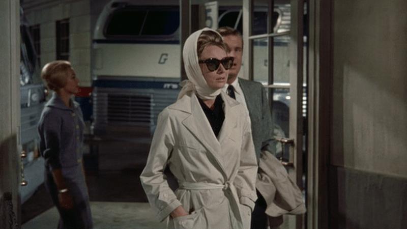 trench Audrey Hepburn in Colazione da Tiffany - neomag.