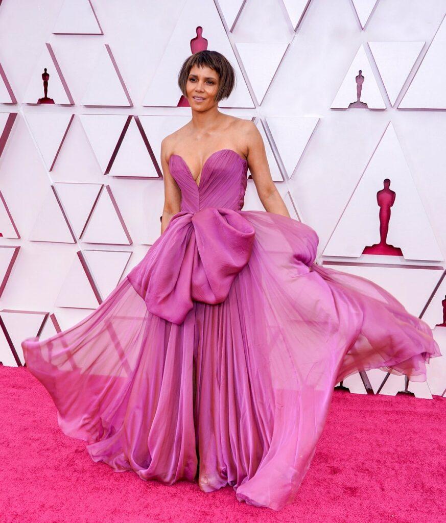 Halle Berry Oscar 2021 - neomag.