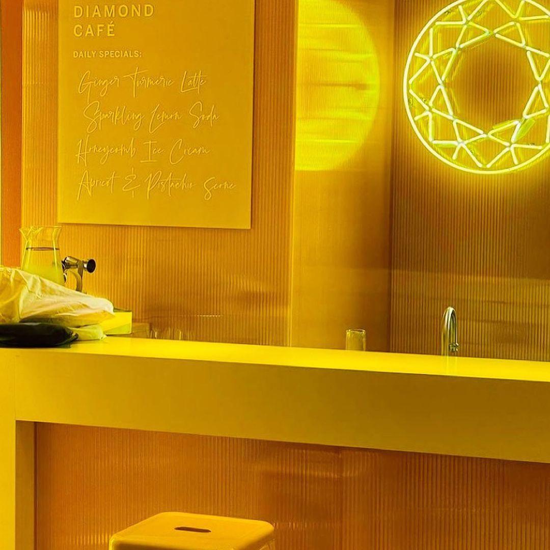 negozio tiffany in giallo - neomag.