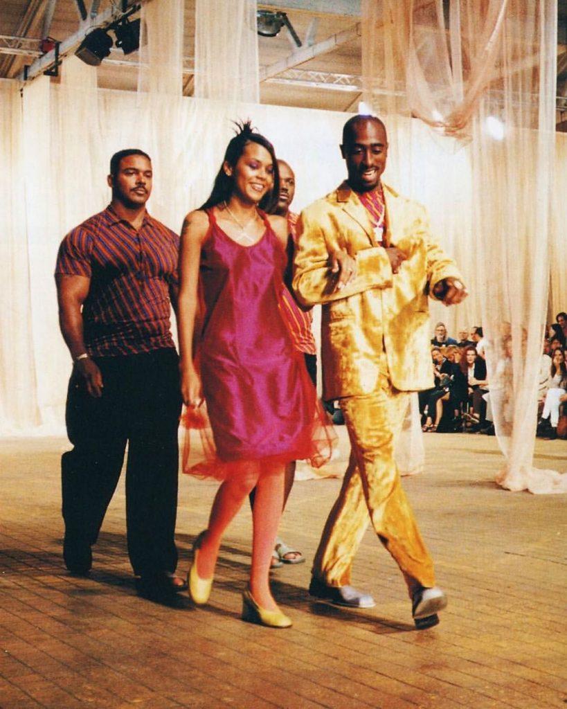 Tupac sfila per versace - neomag.