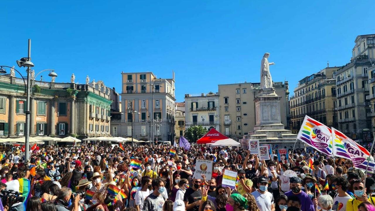 Il pride a piazza dante - neomag.