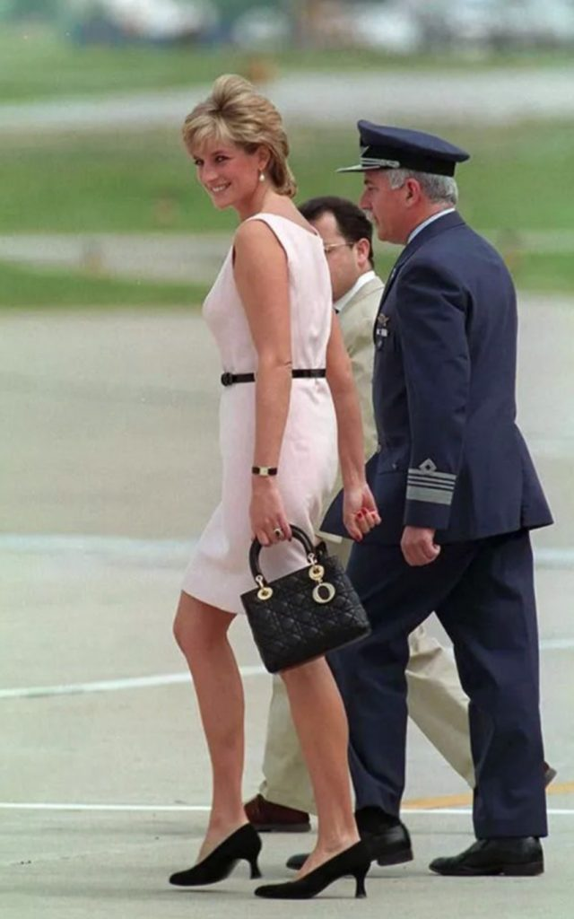 Lady diana in Dior - neomag.