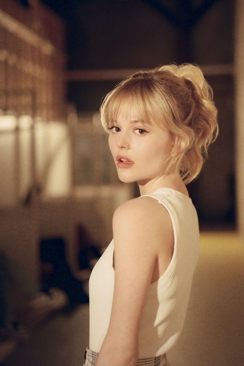 Emily Alyn Lind - neomag.