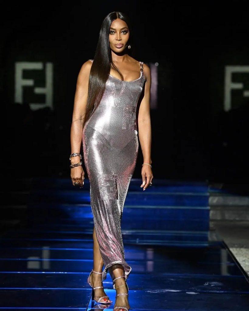 Naomi x Versace - Neomag.