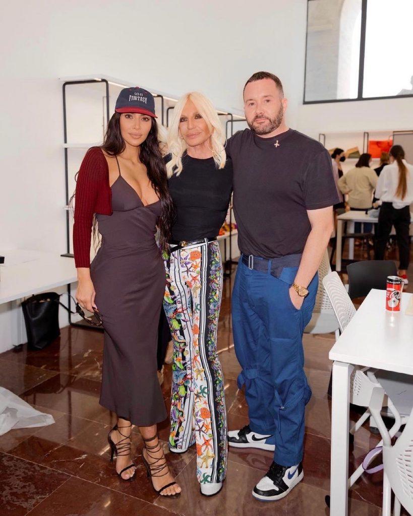 Kim Kardashian versace e fendi - Neomag.
