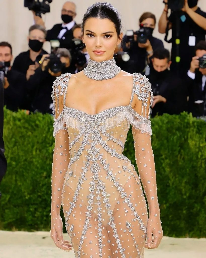 Kendall Jenner in Givenchy - neomag.