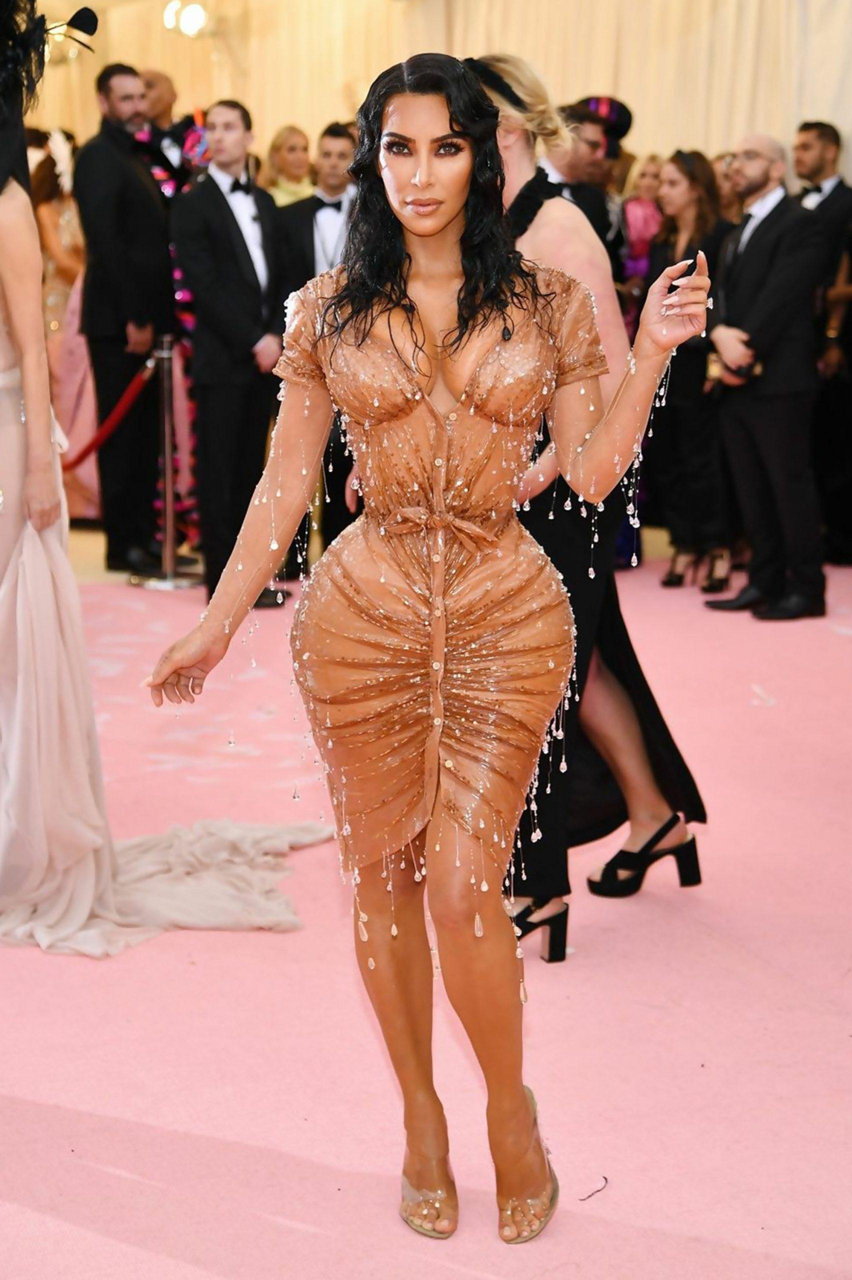 Kim Kardashian naked dress - Neomag.